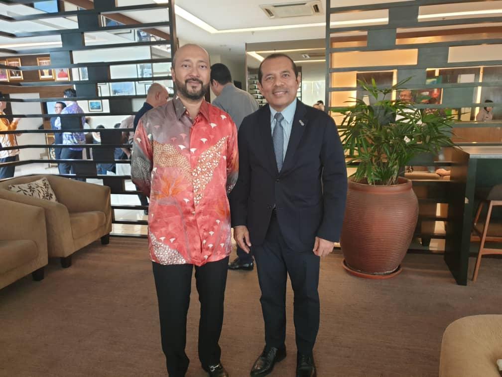 Firdaus Dahlan with Mukhriz Mahathir